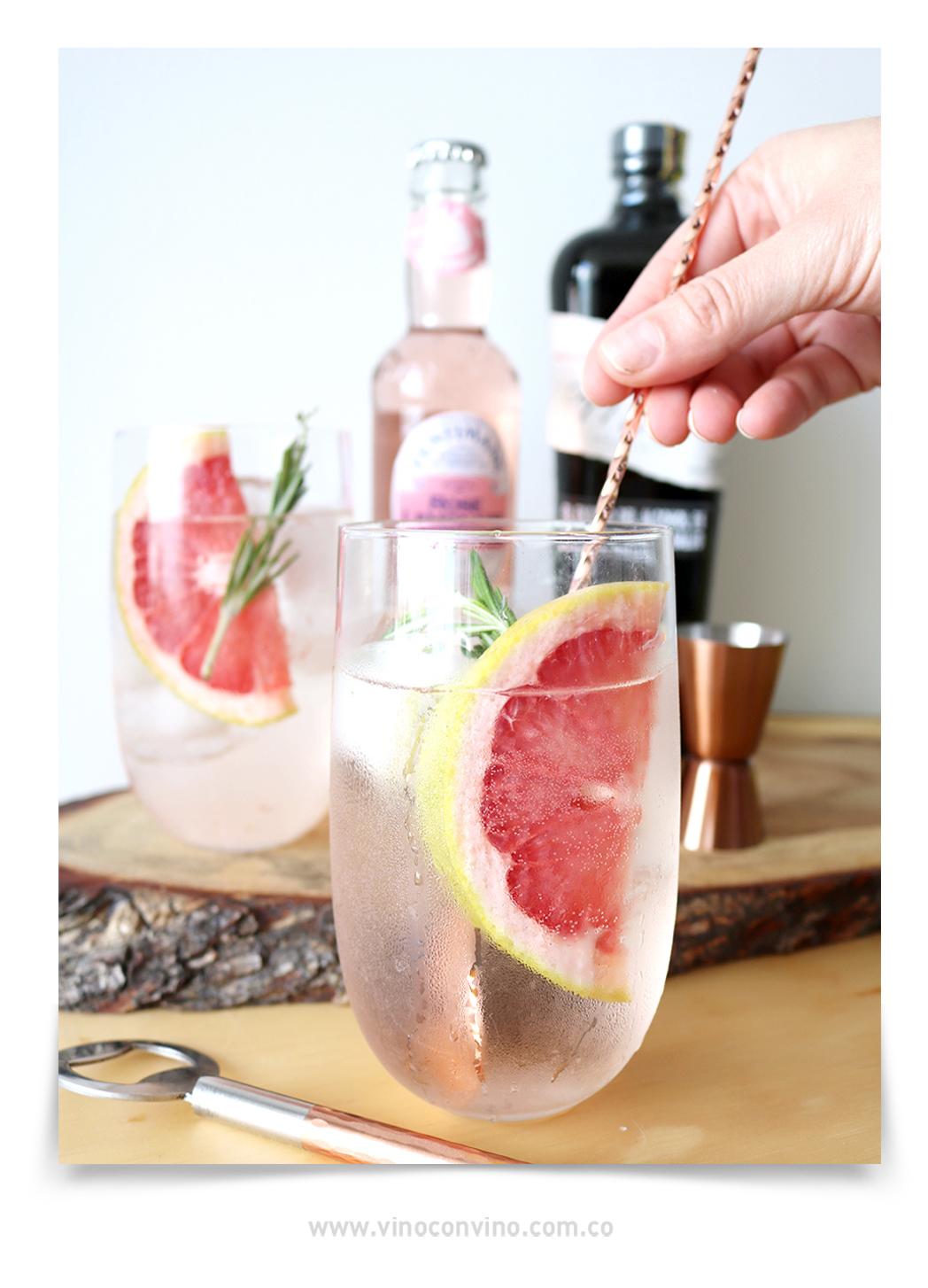 Rosé Spritz cóctel con Limonada de Rosas